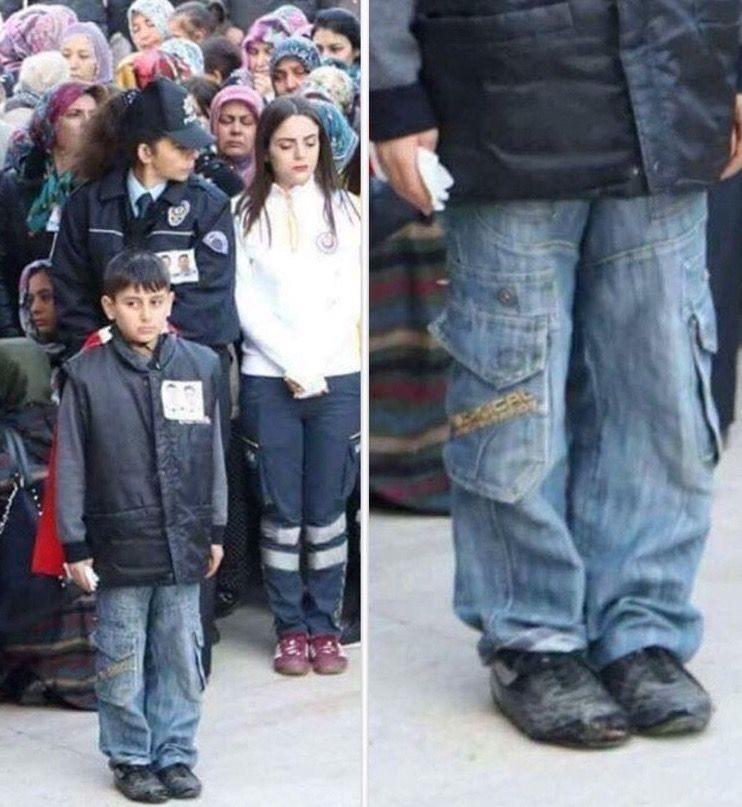 Babası halk düşmanı teröristlerce öldürülen şehit çocuğunun ayakkabılarına bakın!
