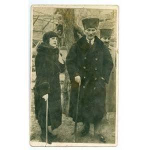 29-1-1923 Musafa Kemal Paşa İzmir'de Latife Hanım'la evlendi